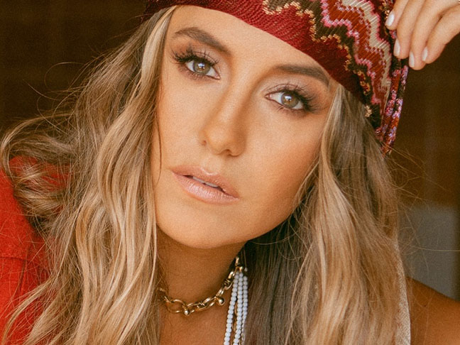 """Lainey Wilson – """"Things A Man Oughta Know"""""""